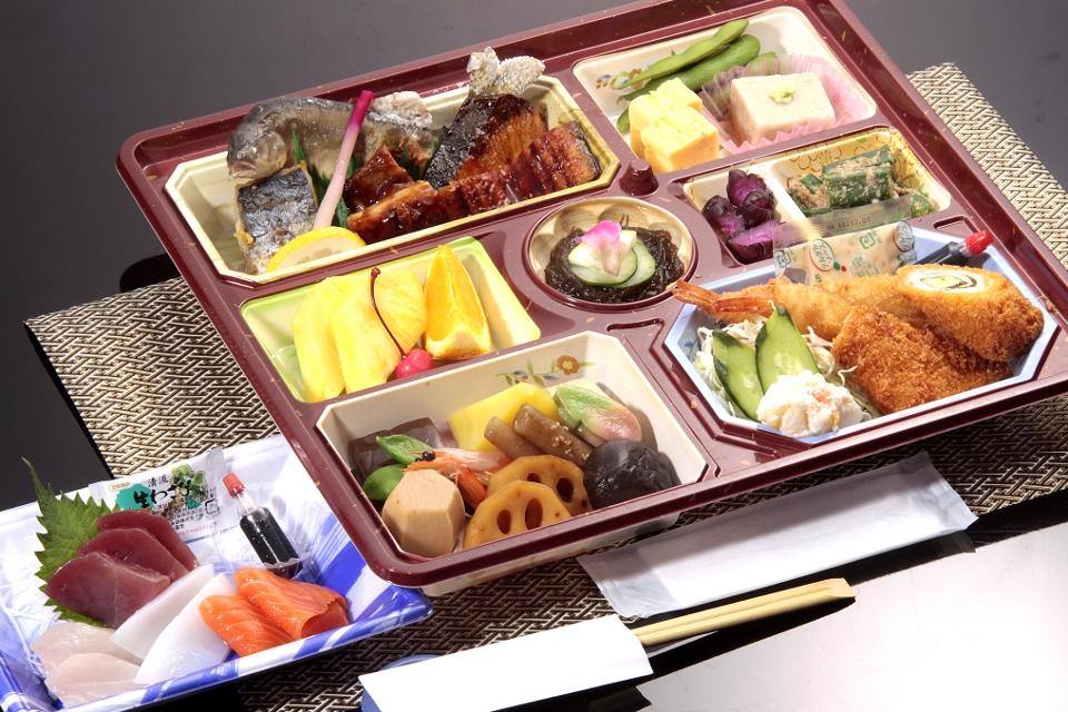 割子法事料理「蓮」3000円(税抜)
