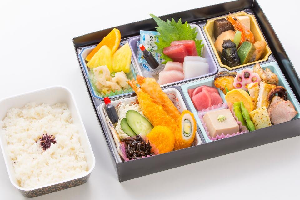 菊水の会席弁当「32品」2000円(税抜)